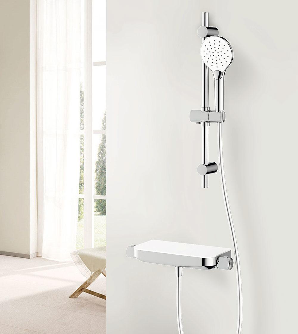 Pri šetrnom sprchovaní je spotreba vody až o tretinu nižšia ako pri kúpaní sa. S termostatickou batériou môžete rýchlo a účinne regulovať teplotu vody, vďaka čomu ešte viac znížite jej spotrebu a predídete aj nechcenému obareniu. Termostatická sprchová batéria Avital Tanaro: