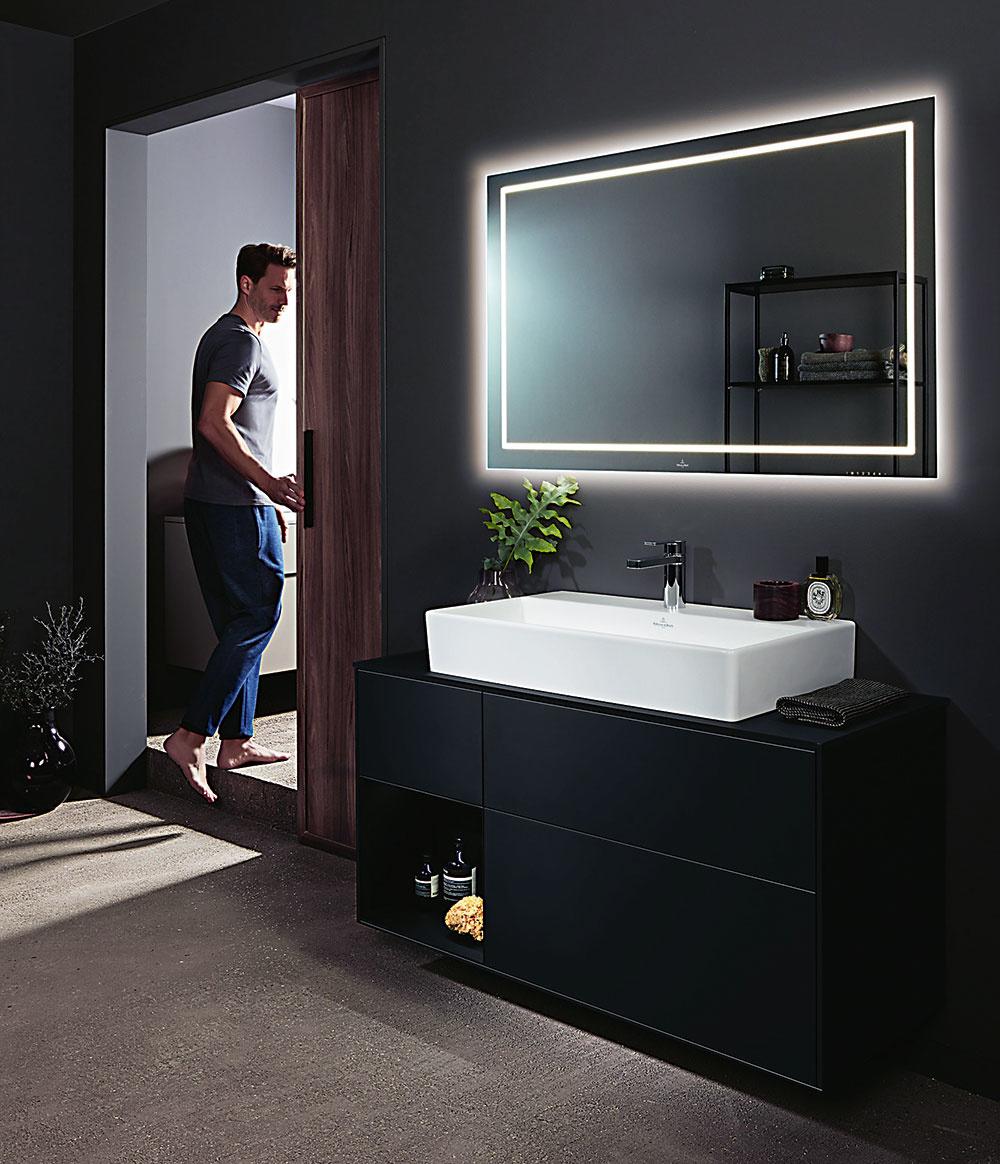 """Chlapi milujú technologické """"vychytávky"""" aje jedno, vktorej miestnosti sa nachádzajú. Sprchovací kút sreproduktorom, toaleta svyhrievaným sedadlom abezdotykovým splachovaním, sprchovacia hlavica so svetelnými efektmi, podsvietené zrkadlo, zástrčka na holiaci strojček priamo vpoličke? Áno! Avšetkými mužskými desiatimi."""