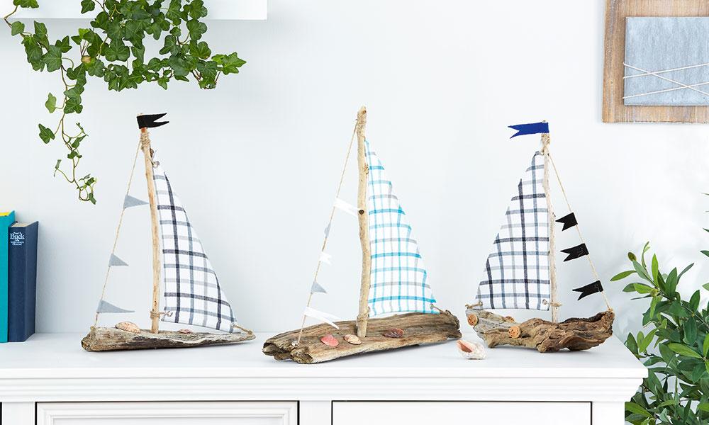 Vzhľad loďky doladíme mušľami akúskami korku aplavba sa môže začať! Takto si môžeme zhotoviť celú námornú flotilu.