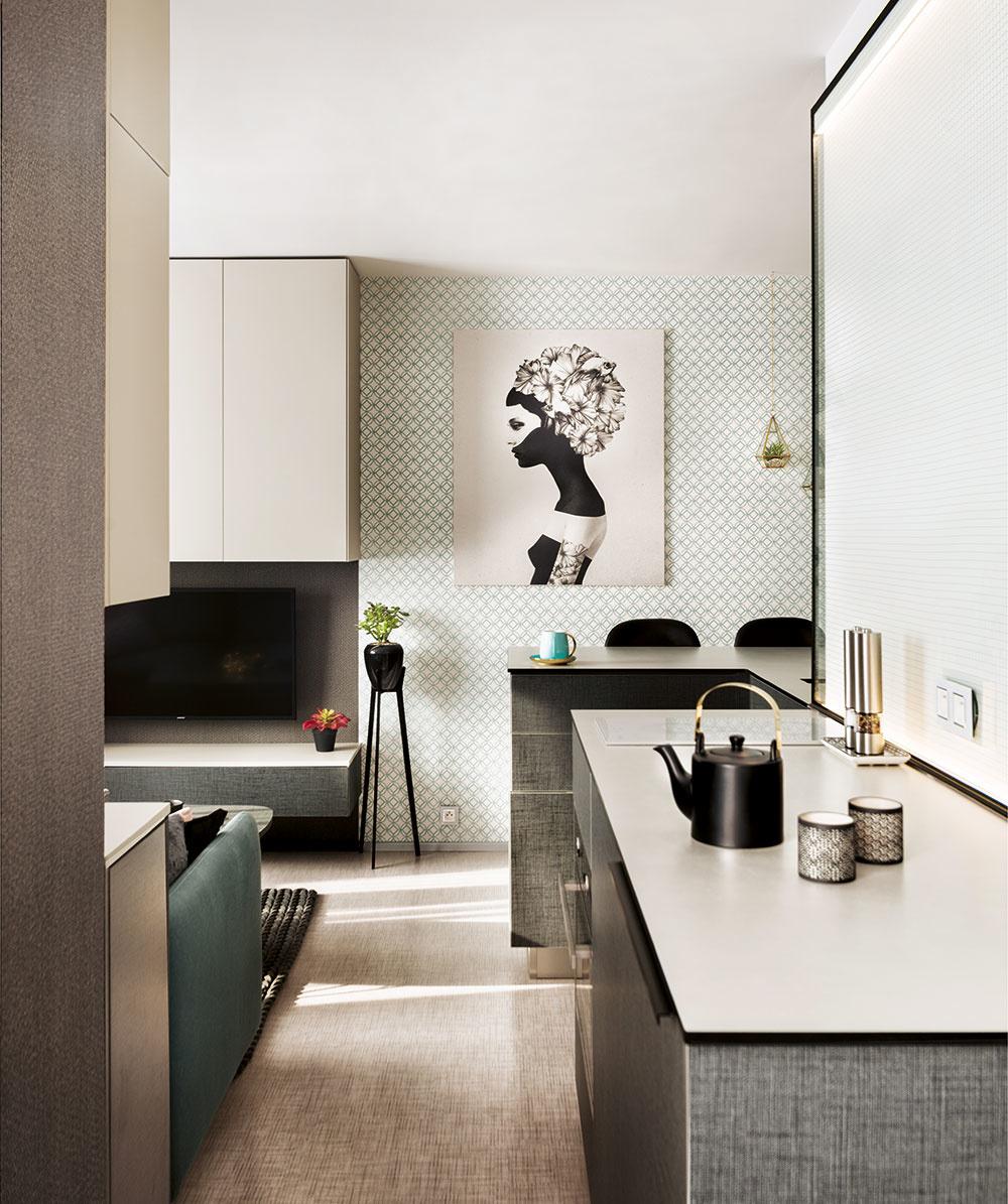 Podľa svojich slov sa majiteľka bytu azároveň autorka interiéru chcela vyhnúť príliš často používanej kombinácii dreva abielej farby, atak zvolila kombináciu niekoľkých vzorov amateriálov.
