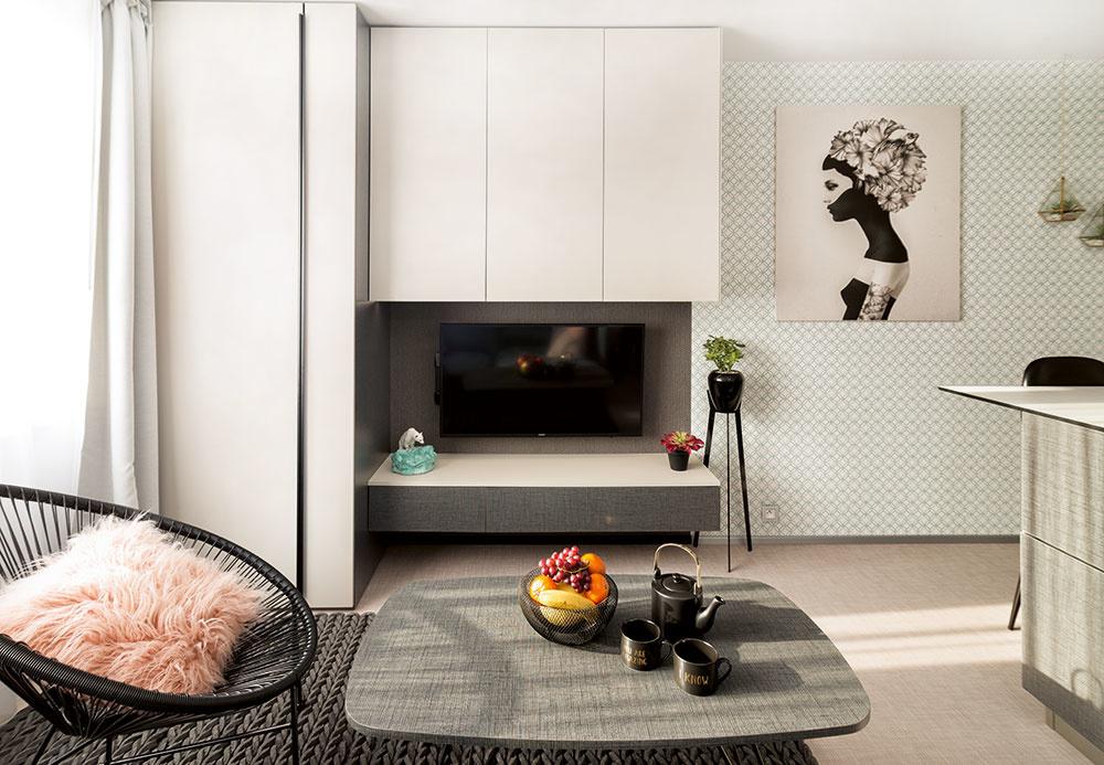 Majiteľka využíva byt aj na svoje kurzy interiérového dizajnu; preto skombinovala rôzne vzory, aby mohla priestor využívať aj ako skrytý showroom.