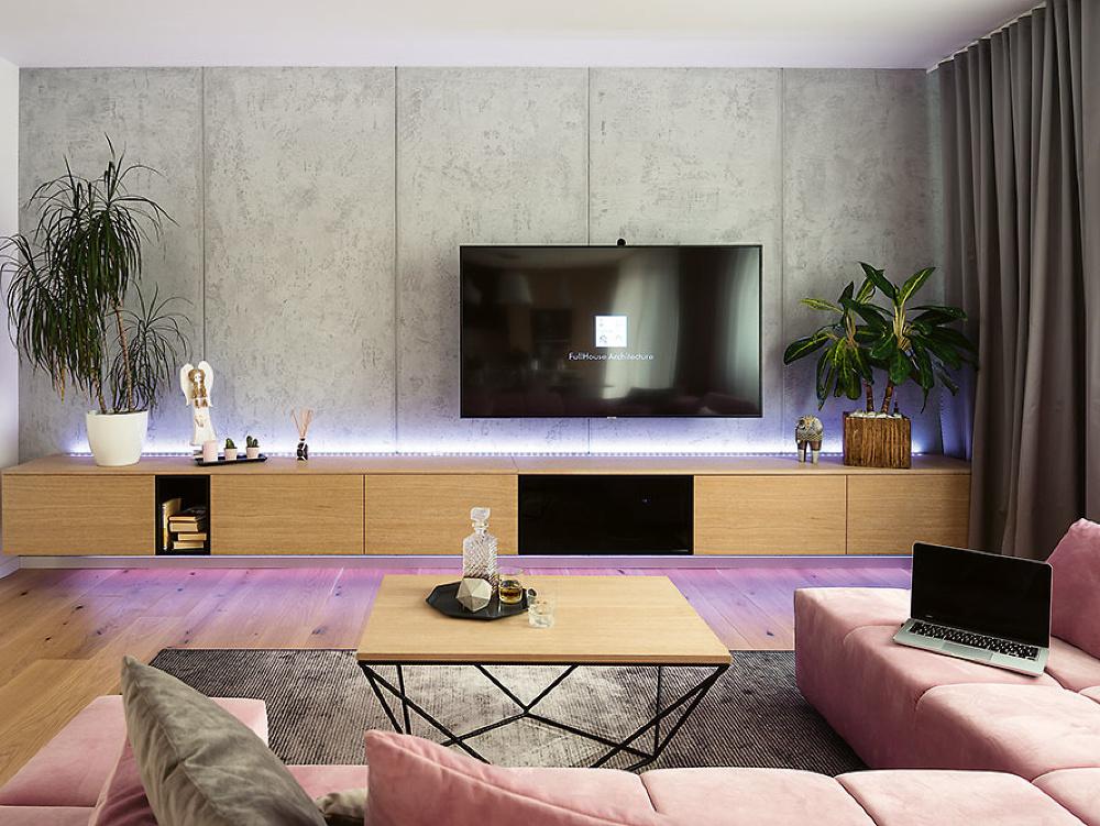 Obývačková stena s televízorom
