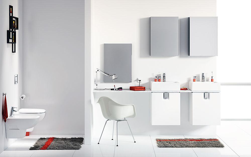 moderná biela kúpeľňa