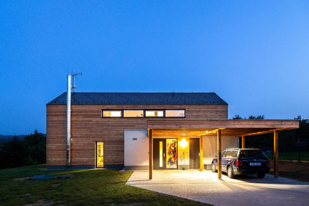 Príjemný dom v malej obci: Neruší prostredie a chráni súkromie domácich