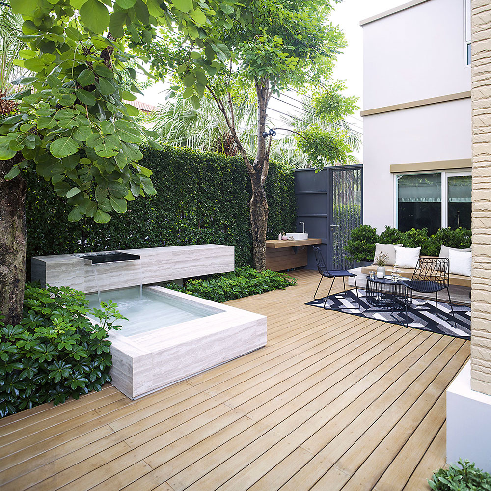 Na terasu patrí nielen záhradný nábytok, ale aj hojdačka, gril, kvety, ležadlo... zmestí sa vám tam všetko?
