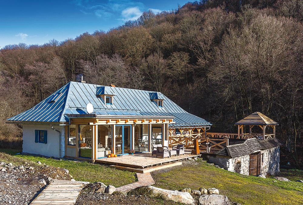 Nezľakli sa a schátralý mlyn v Štiavnických vrchoch si prerobili na úžasné bývanie