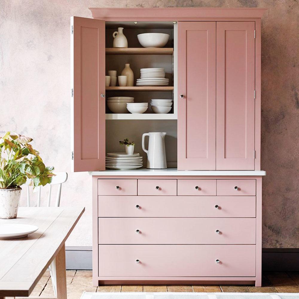 SPOMiENKY. Oživte starší kúsok nábytku pastelovým náterom. Takáto rýchla úprava dokáže raz-dva zmeniť dokonca celú izbu.