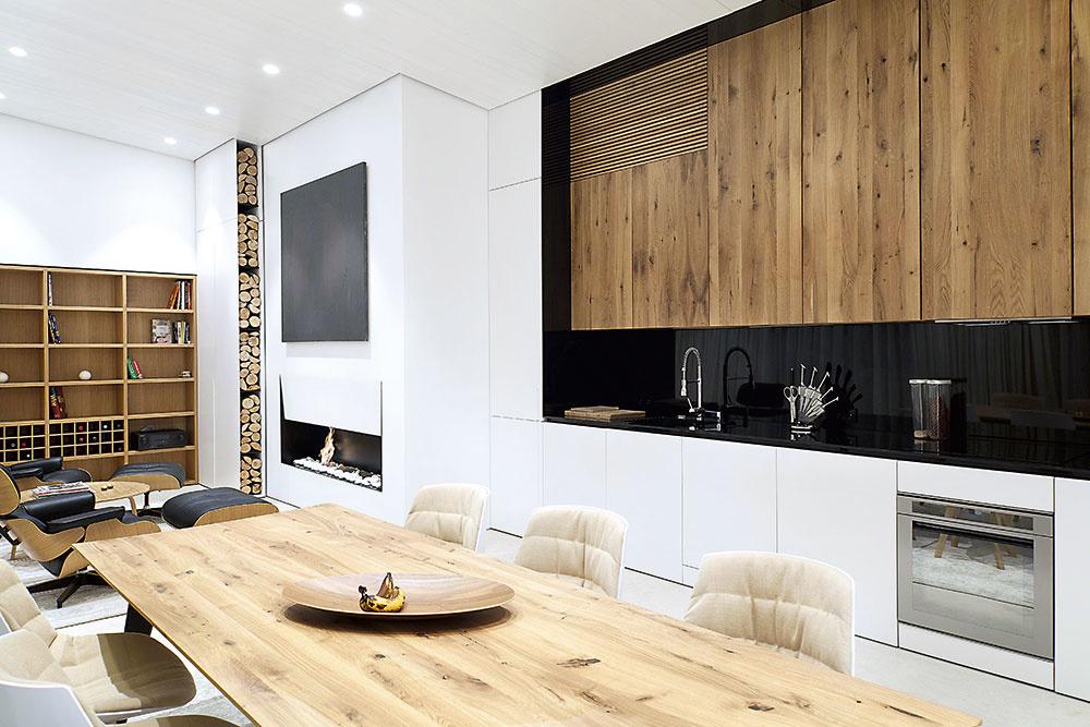 Ak je dreva v miestnosti príliš veľa, jeho krása slabne. V jednoduchom bielom či sivom interiéri však drevený solitér rozhodne získa zaslúženú pozornosť.