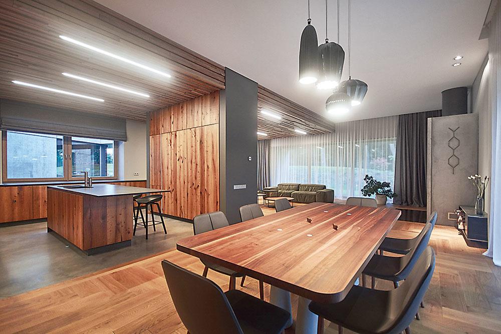 jedálenský stôl z dreva