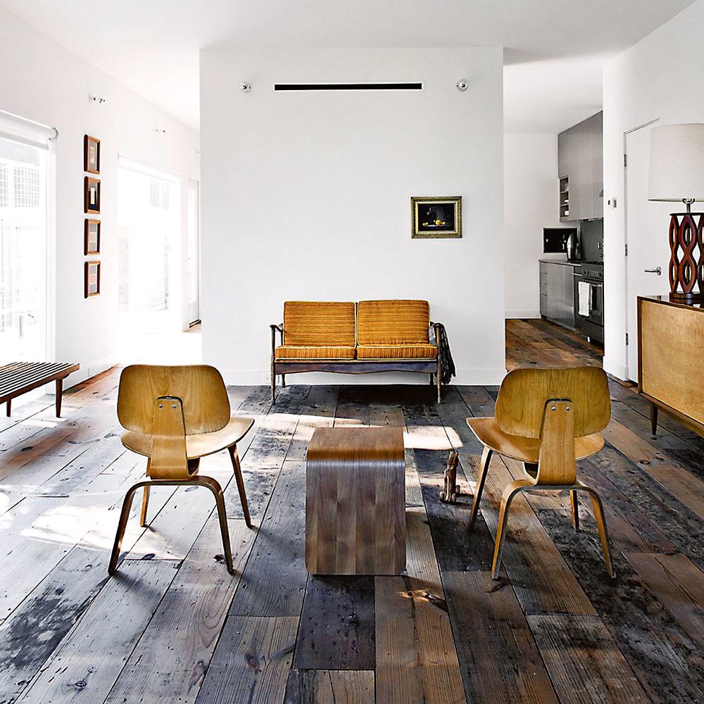 Rustikálna podlaha namiešaná z viacerých drevín je dominantná, steny by vtedy mali byť menej nápadné. Drevený nábytok by mal, naopak, byť v kontraste s podlahou, aby s ňou nesplýval.