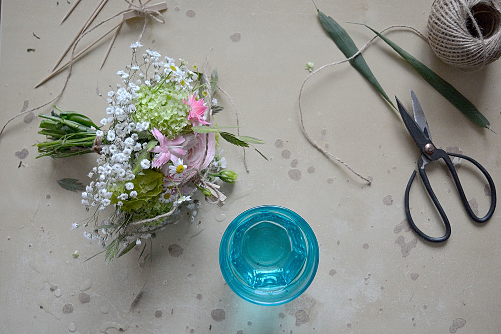 kvety a pohár