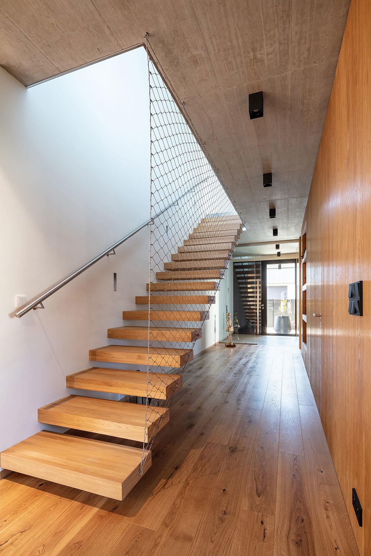 drevené schodisko