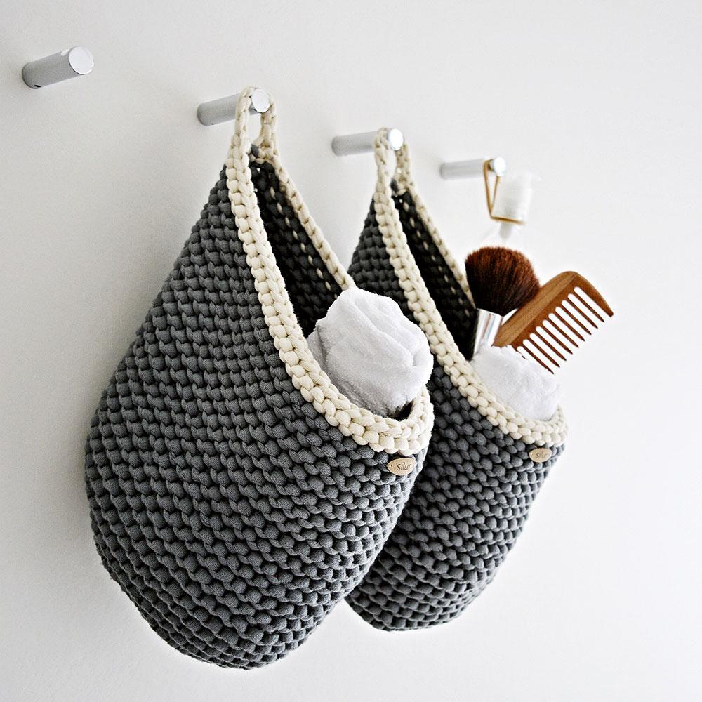 Pletený košík s uškom, ručne vyrobený, 70 % bavlna, 30 % nylon, 23 × 17 cm, 24 €, www.sashe.sk/Silur