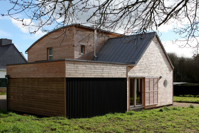 Dom z prírodných materiálov pre zdravý životný štýl (VIDEO)