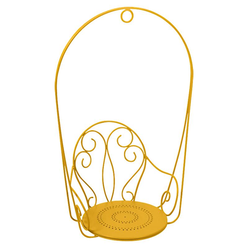 Romantické kreslo od značky Fermob, hliník, 10 rôznych farieb, 74 × 54 × 110 cm, 375 €, www.ambientedirect.com
