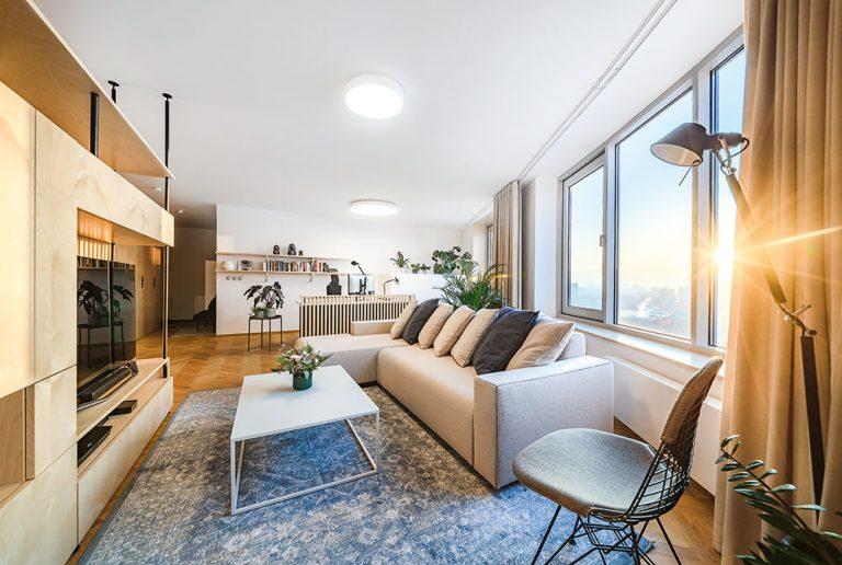 Štvorizbový byt si prerobili na trojizbový a získali veľký otvorený priestor