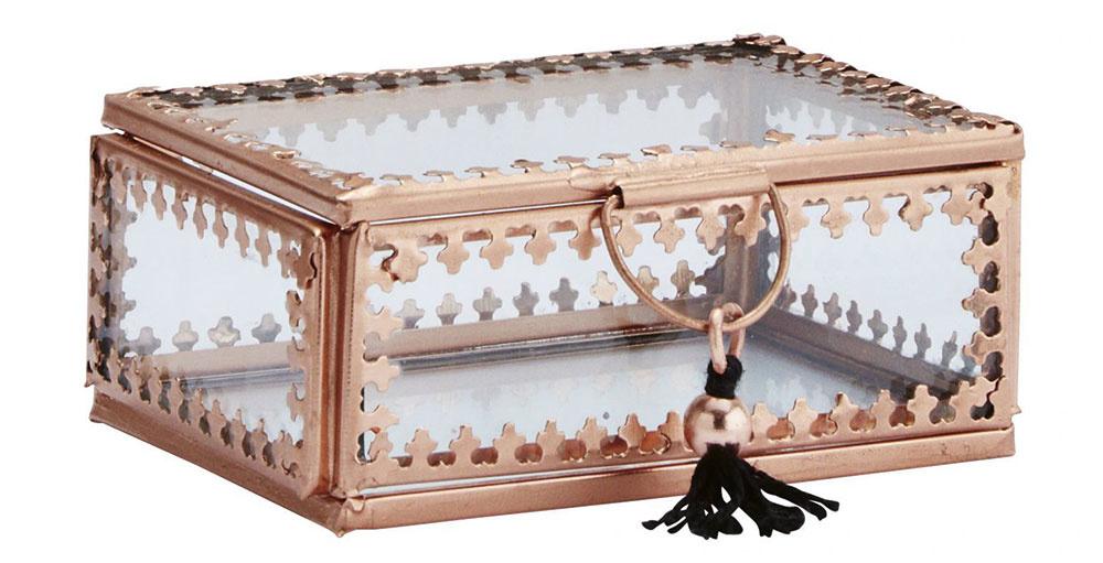 KRABIČKA sorientálnym vzhľadom od značky Madam Stoltz,sklo,kov,textilný strapec, 9 × 6,5 × 4 cm, 10,50 €, www.bellarose.sk