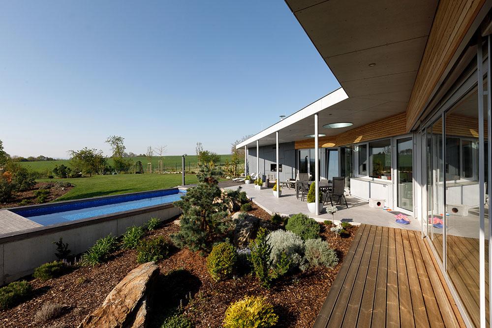 okrasná zahrada pred domom