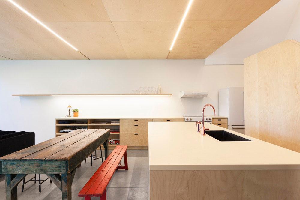 kuchyňa s jedálenskym stolom