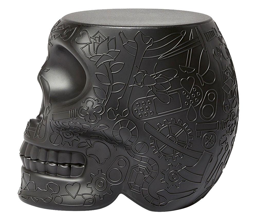 Stolička/podstavec v tvare lebky od značky Qeeboo, polyetylén, 53 × 45 × 38 cm, 217 €, www.amara.com