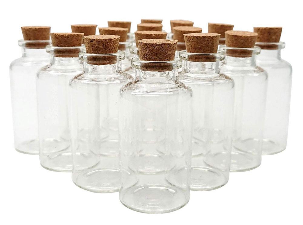 Sklenené fľaštičky na piesok, rastlinky, kamienky alebo minerály, zátka z korku, 13 × 25 cm, 2,52 €,  www.textillux.sk