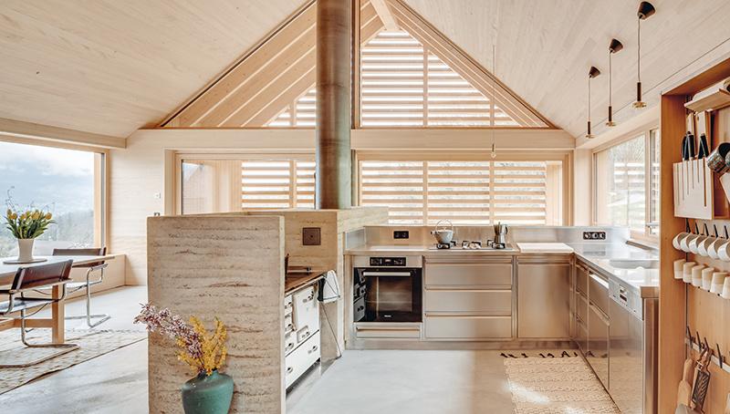 Otvorená kuchyňa v drevostavbe