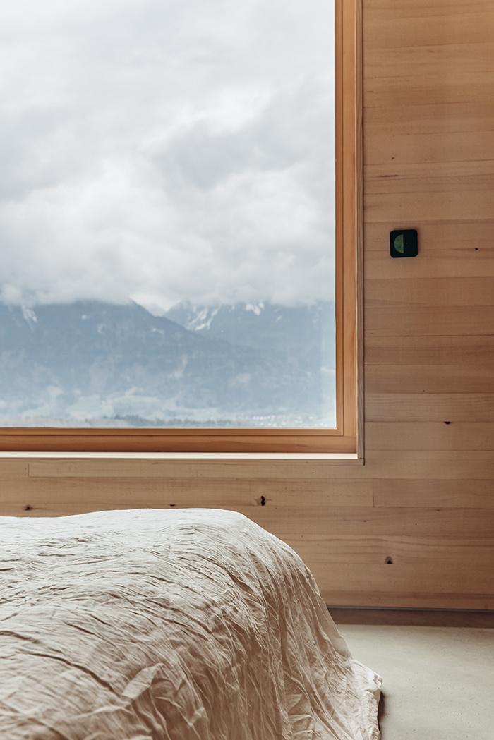 Veľké okno v spálni