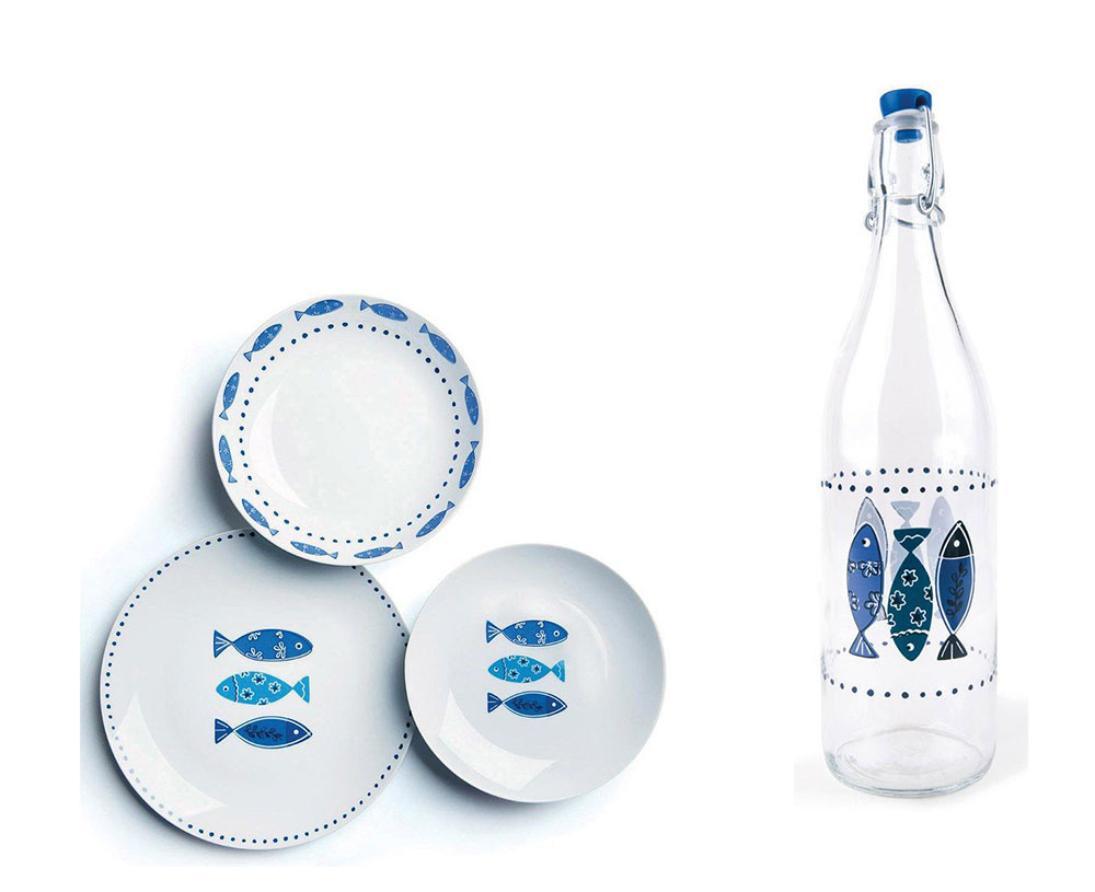 KUCHYŇA. Aj sem môžete vniesť závan oceánu, napríklad formou milých tanierov, pohárov či fliaš smotívom rýb. Možno vám denne budú pripomínať chutné letné večere na terase malej taverny svýhľadom na more. Jedálenská súprava Bath zporcelánu, 53 €, súprava dvoch sklenených fliaš Moor, 13 €, www.westwing.sk