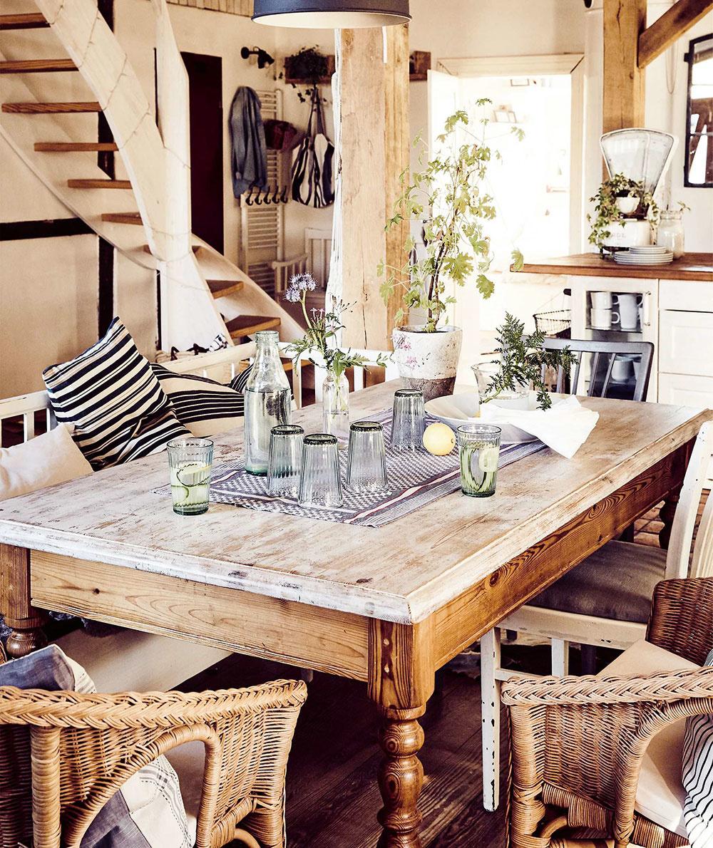 RODINA NA PRVOM MIESTE. Provensalský štýl pôsobí romanticky azároveň elegantne išik, ak sa interiér nepreplní všakovakými drobnosťami. Drobnosti do interiéru sa zväčša postupom času nahromadia samy.