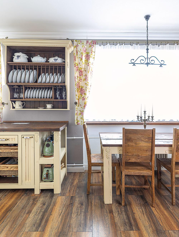 vidiecky nábytok v kuchyni