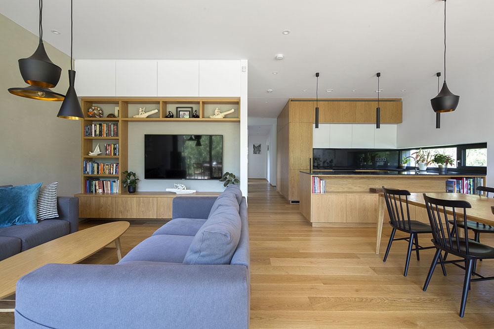 kuchynský drevený kút a sedacia súprava
