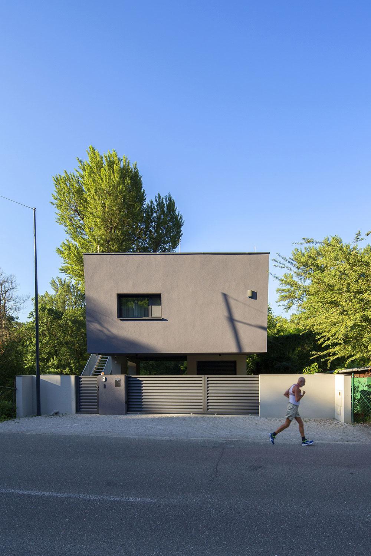 rodinný dom z ulice