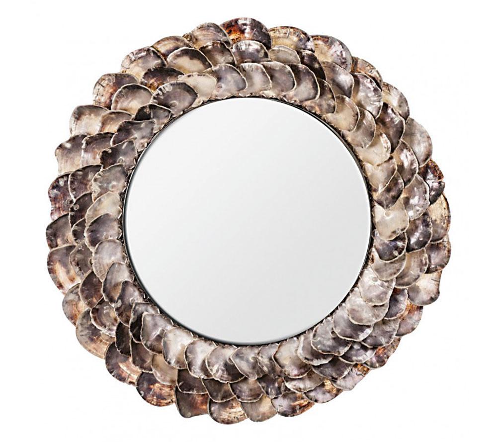 Romantické zrkadlenie. Zrkadlo v interiéri výborne presvetlí a opticky zväčší miestnosť. Keď zvolíte vhodný rám, zafunguje rovnako ako obraz na stene. Menšie zaveste nad nábytok, väčšie nechajte pokojne na zemi, ležérne opreté o stenu. Okrúhle zrkadlo Conchas s rámom z mušlí nájdete na www.malvarosa.sk.