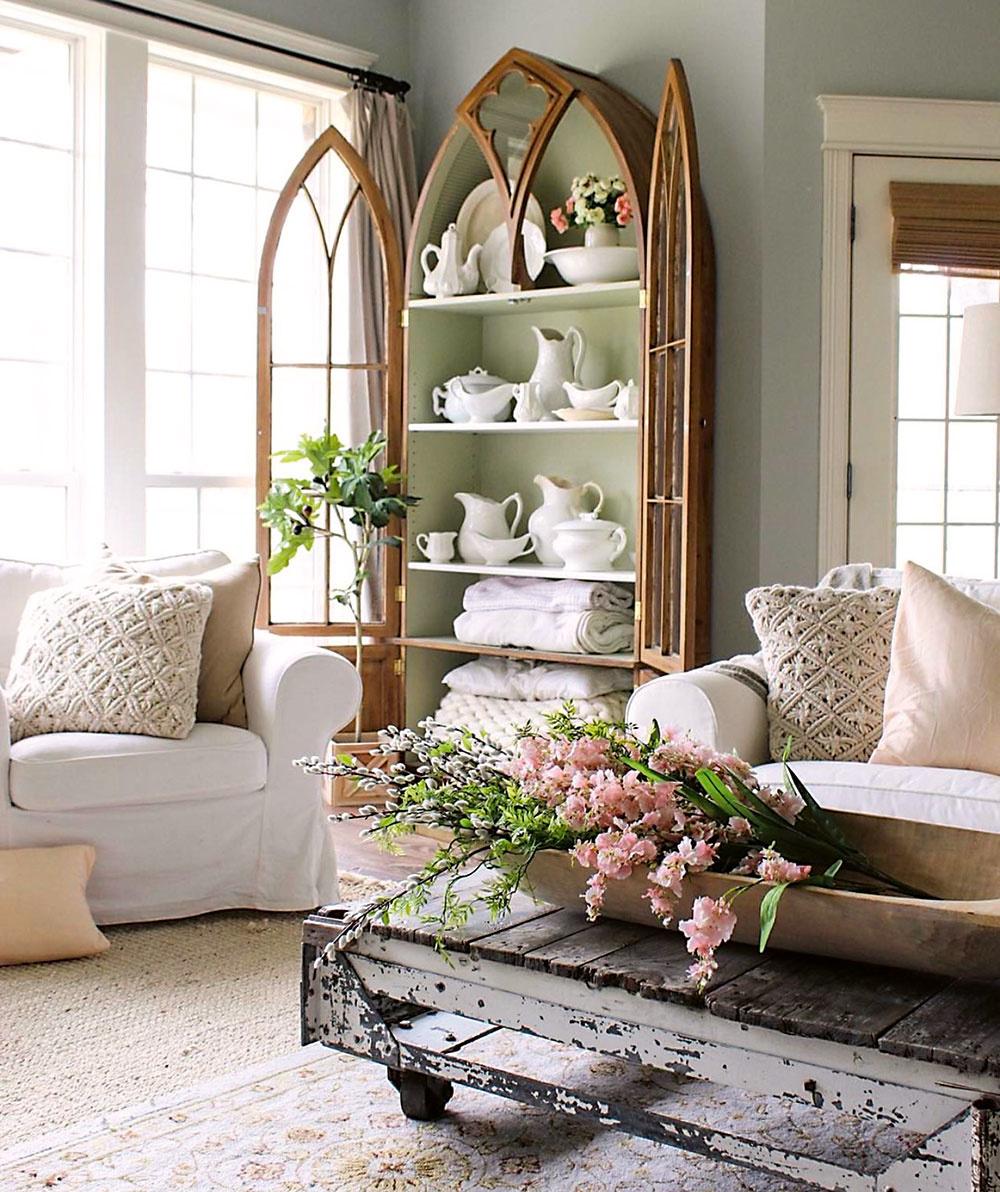 Tradičný interiér s nádychom vintage vytvára pravú domácku atmosféru. Základom sú pohodlné kreslá a ušiaky s množstvom vankúšov v háčkovaných či krajkových obliečkach. Obliečky a poťahy by v takomto prípade mali byť nielen krásne, ale predovšetkým snímateľné.