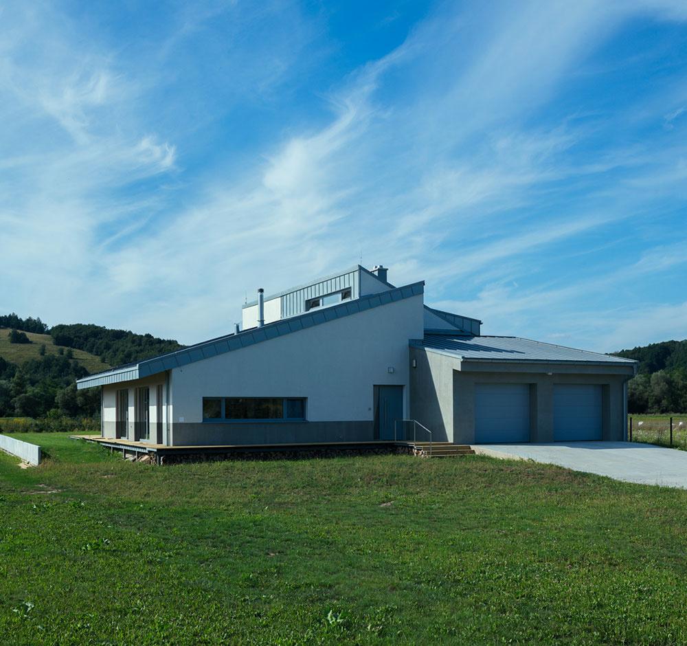 Atypický dom v Snine: Z každej strany iná strecha