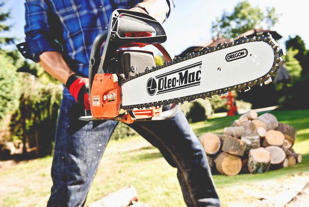 Benzínová motorová píla Oleo-Mac GS 520 je vhodná na prípravu palivového dreva aj na prácu okolo domu. Má motor s výkonom 2,5 kW a americkú reznú lištu Oregon dlhú 41 cm. Komfort pri práci zvyšuje prepracovaný antivibračný systém, dokonalá ergonómia a perfektná vyváženosť.