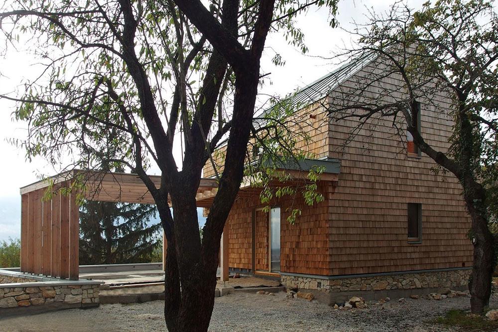 drevostavba, ktorú pokrýva fasáda z cédrového šindľa