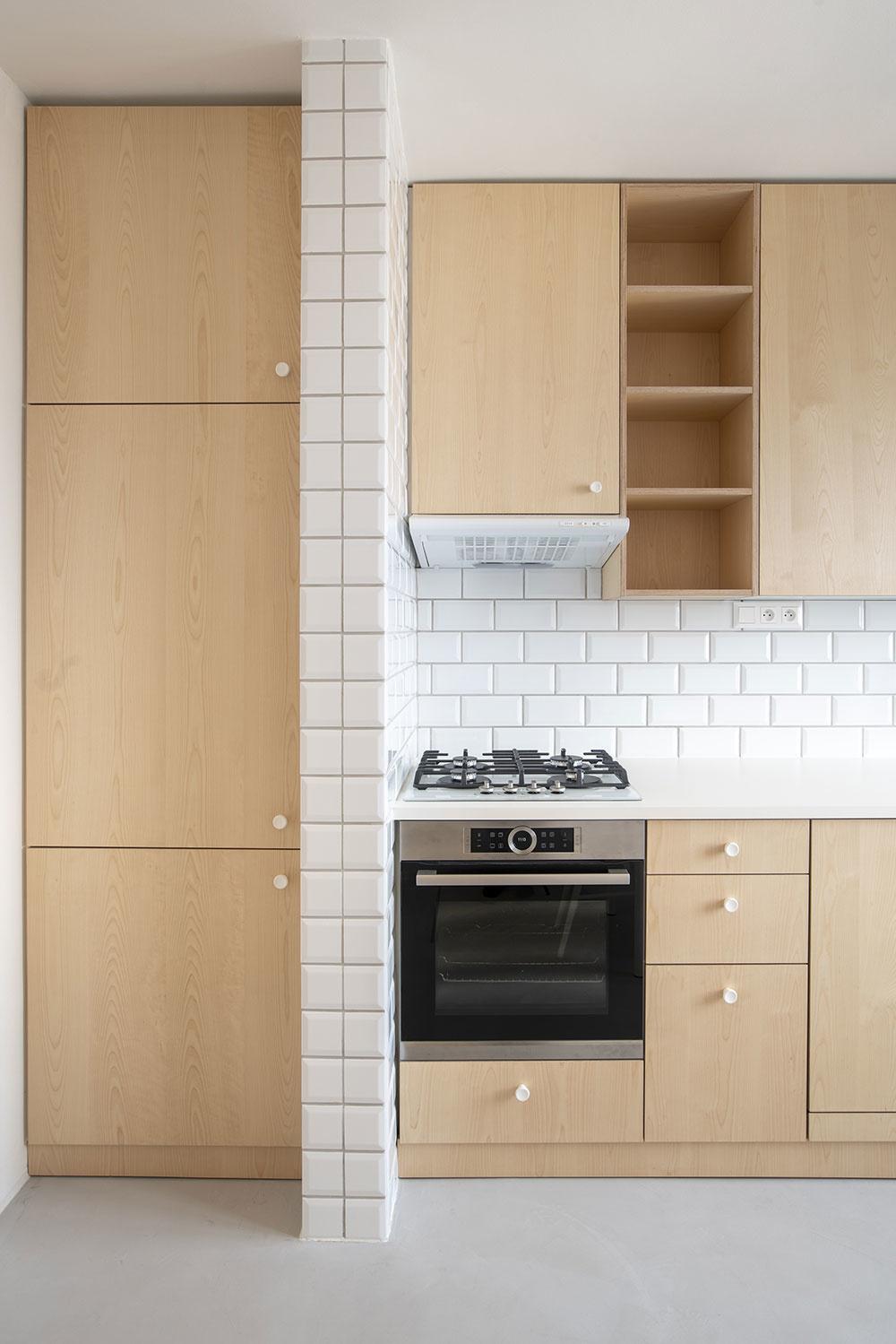 kuchyňa so skrinkou na potraviny
