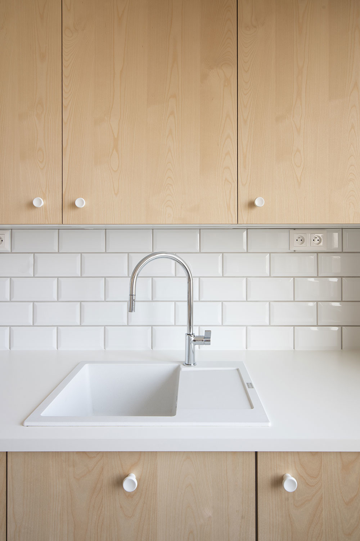 kuchynský drez v bielej farbe