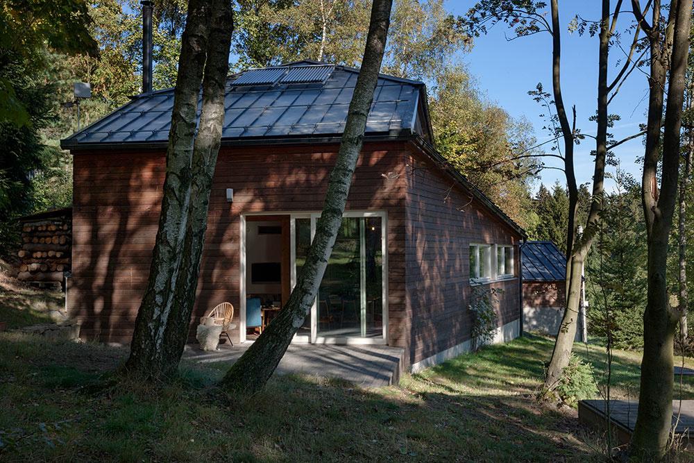 Ako sa moderná drevostavba vyrovnala s obmedzeniami chránenej krajinnej oblasti