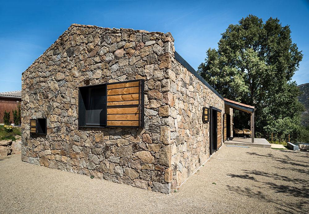 kamenný dom