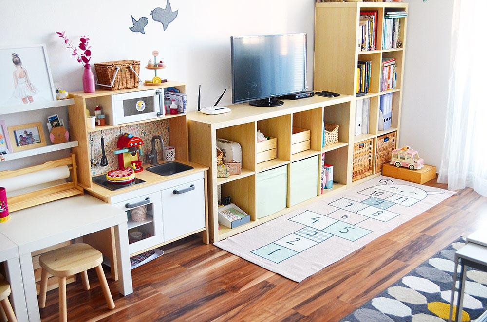 Detská časť. Nábytok je tu prispôsobený deťom aich potrebám. Svojím vzhľadom nenarúša jednotný štýl obývačky. Nina tiež myslí na budúcnosť. Jednoduchý avariabilný systém bude ľahko použiteľný ivnovom bývaní.