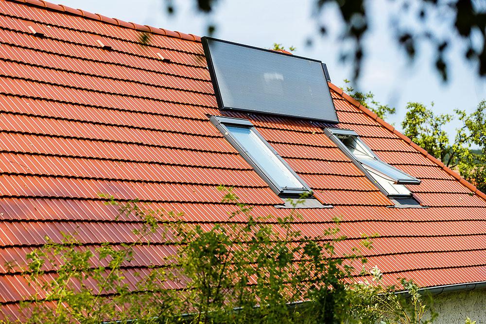 Solárna ventilácia na streche domu