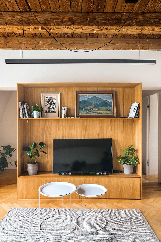 nábytková stena s televízorom