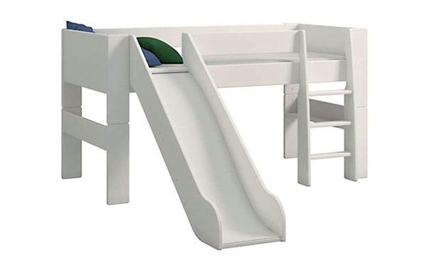 Poschodová posteľ so šmykľavkou