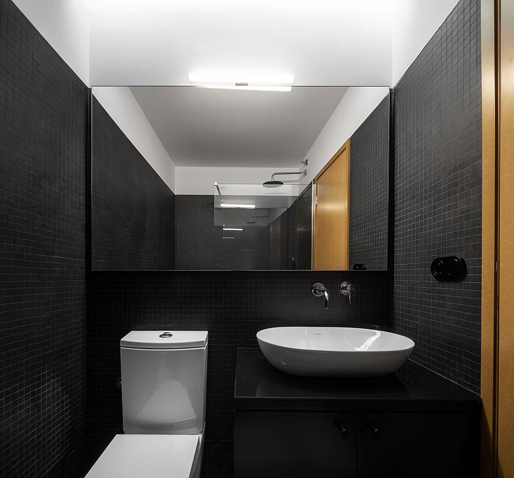kúpeľňa v čiernom a bielej