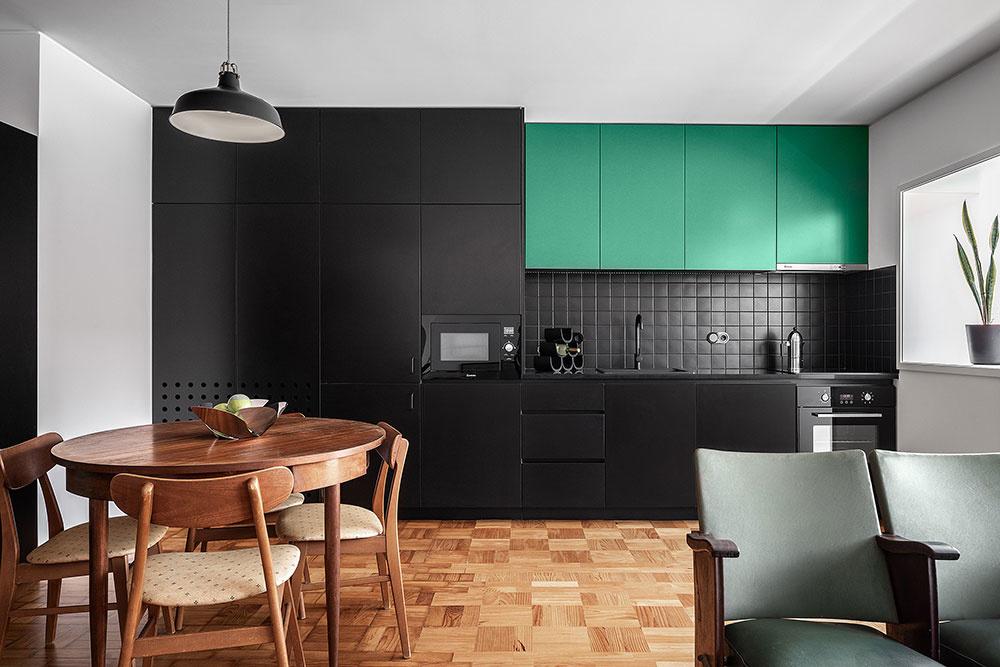 kuchyňa s čiernou farbou a mentolové skrinky