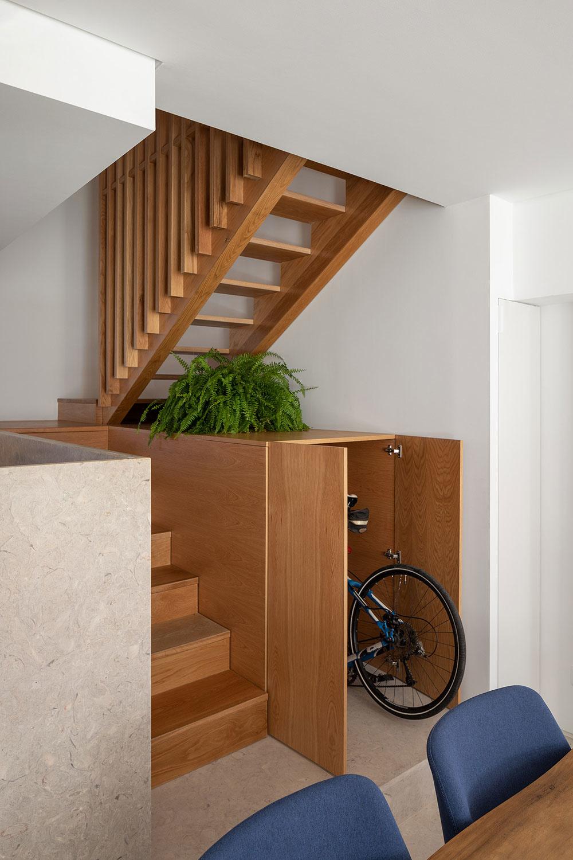 schodisko kde sa nachádza skrýša na bicykel
