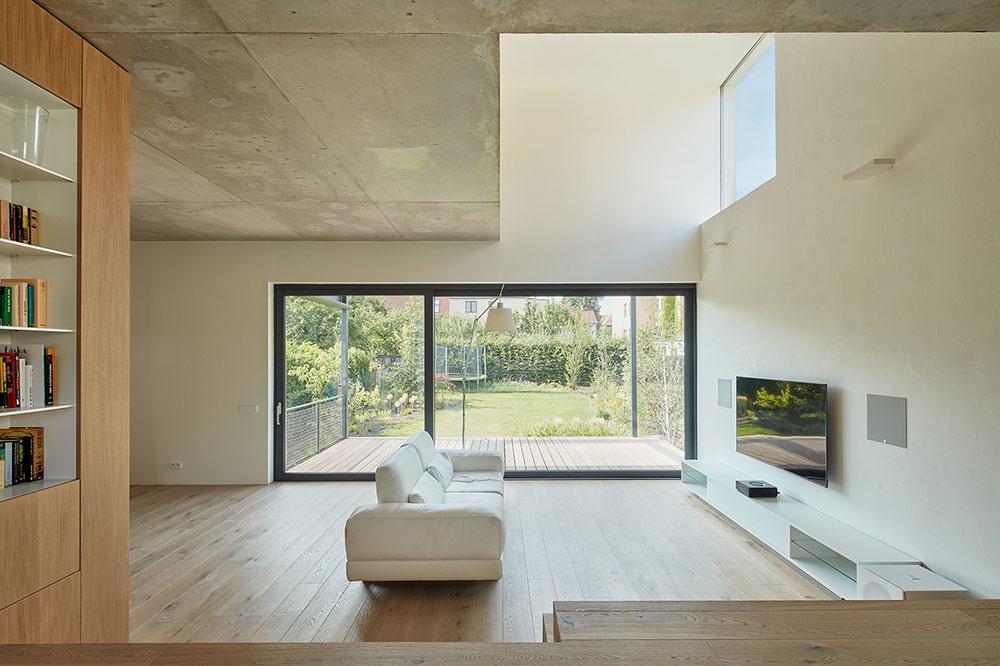 veľké presklenie domu v obývacej časti