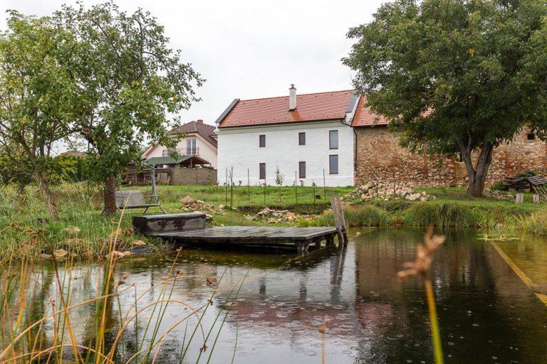 Namiesto novostavby bývajú v zrekonštruovanej sýpke pri Nitre